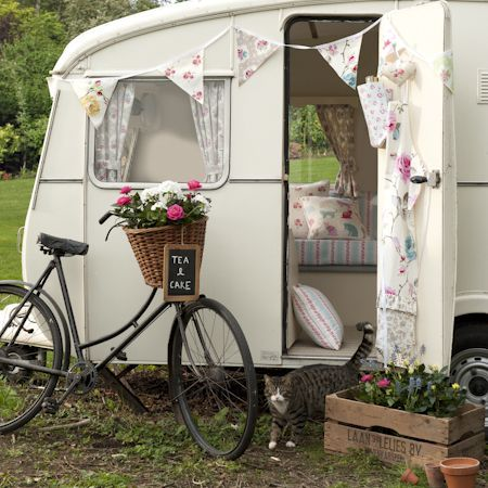Shabby Chic camper trailer
